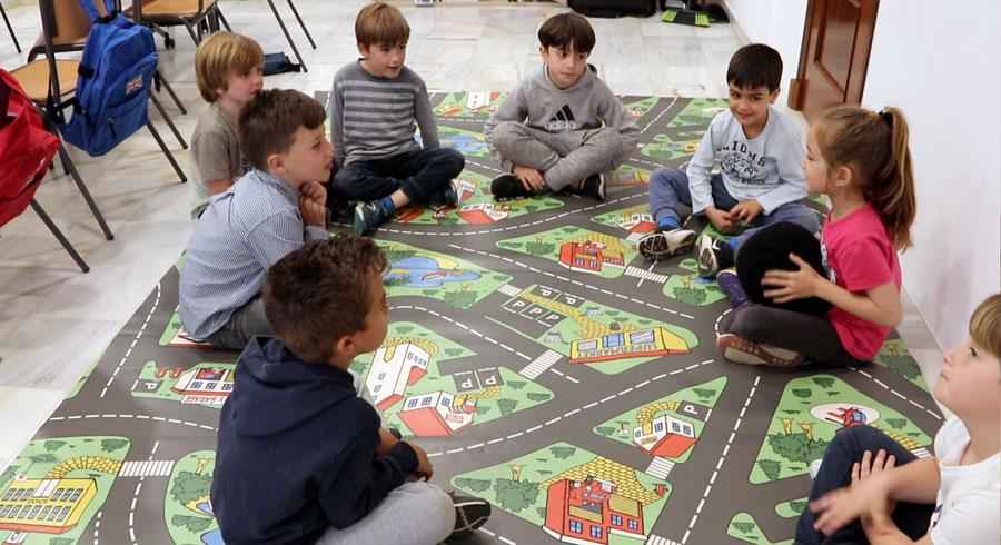 Clase de niños en Los Gallos - Idiomas Atkinson